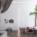 <p> Bài toán được đặt ra khi thiết kế căn hộ là làm sao tạo ra được một không gian sống mới mẻ, khác biệt trong một căn hộ chung cư 4 phòng ngủ nhàm chán.</p>