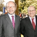 """<p class=""""Normal""""> <strong>7. Wertheimer</strong></p> <p class=""""Normal""""> Tổng tài sản: 54,4 tỷ USD</p> <p class=""""Normal""""> Công ty: Chanel</p> <p class=""""Normal""""> Trụ sở: Pháp</p> <p class=""""Normal""""> Anh em Alain và Gerard Wertheimer hiện sở hữu hãng thời trang Chanel. Ông của họ - Pierre là đối tác của nhà thiết kế Coco Chanel thập niên 20. Năm ngoái, công ty này đạt doanh thu 12 tỷ USD. Nhà Wertheimer còn sở hữu nhiều vườn nho và ngựa đua. (Ảnh: <em>Michel Dufour/WireImage/Getty Images</em>)</p>"""