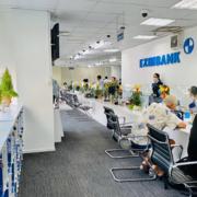 Một phòng giao dịch của Eximbank tạm đóng cửa vì khách hàng mắc Covid-19