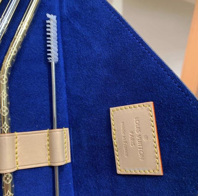 Louis Vuitton vừa ra mắt bộ ống hút hơn 30 triệu đồng đã lập tức cháy hàng - Ảnh 1.