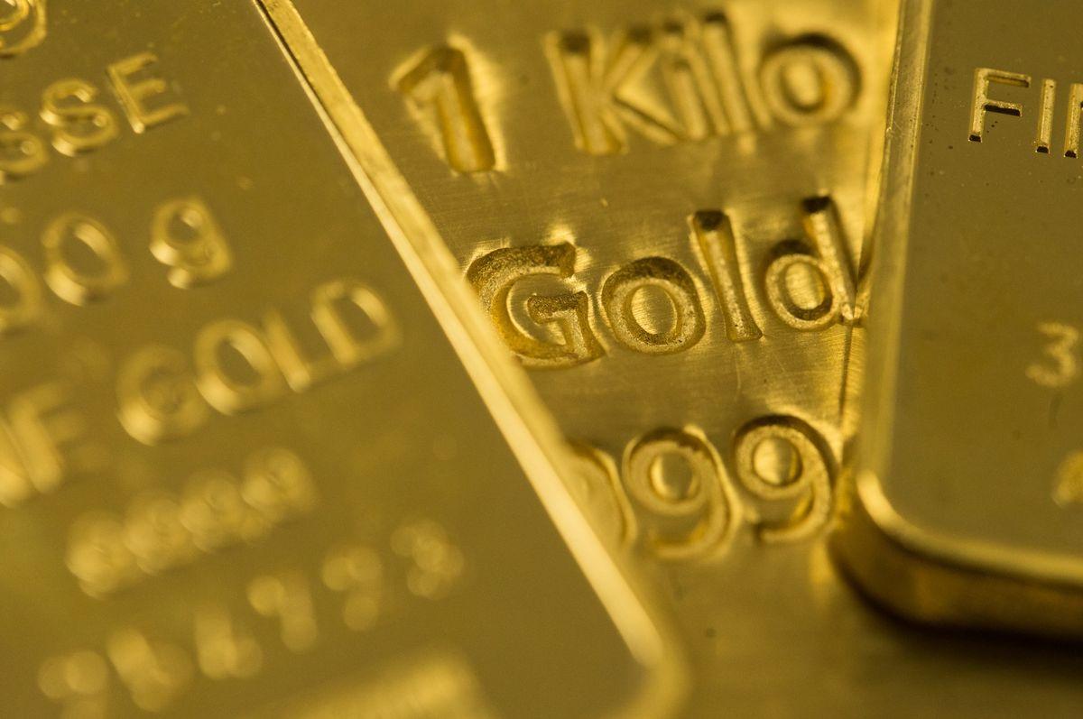 JPMorgan: Nhà đầu tư lớn tuổi thích vàng, trẻ thích cổ phiếu