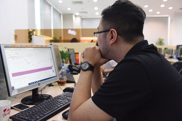 Thị trường chứng khoán: Ranh giới mong manh giữa 'thoát hàng' và 'mất hàng'