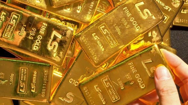 Tăng gần 2 triệu đồng, giá bán vàng chạm 62 triệu/lượng