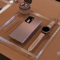 <p> Do Covid-19, sự kiện được tổ chức online. Samsung cho biết Việt Nam là một trong số rất ít quốc gia có được sản phẩm thực tế ngay thời điểm này để giới truyền thông và người dùng trải nghiệm.<br /><br /> Dòng Note năm nay có Note20 Ultra và Note20. Note20 Ultra có màn hình lớn, cấu hình mạnh, nhắm đến đối tượng khách hàng muốn trải nghiệm các tác vụ mượt mà nhất trên smartphone. Trong khi đó, dòng Note20 dành cho người thích bút S Pen, thích các tính năng công việc trên dòng Note nhưng ở tốc độ xử lý đủ tốt, kích thước máy nhỏ.</p>