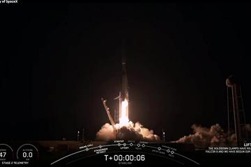 SpaceX phóng 59 vệ tinh cùng lúc