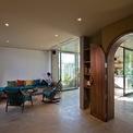 <p> Khối phòng khách nối liền với quầy bar nhỏ. Khi cần thiết, không gian này có thể linh động biến đổi thành không gian đào tạo cho các bạn nhân viên nhà hàng hoặc quầy bar.</p>