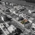 <p> Kiến trúc sư tin rằng những mái nhà xanh là yếu tố quan trọng để các đô thị có thể ứng phó với biến đổi khí hậu. Càng nhiều mái nhà xanh, môi trường đô thị ngày càng được cải thiện.</p>