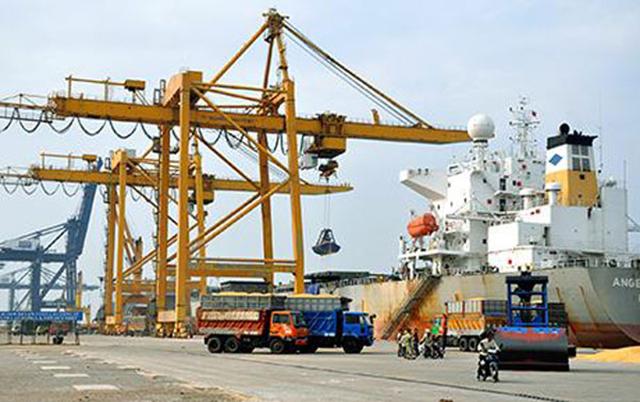 Dịch vụ bốc xếp ở cảng biển của Việt Nam thấp hơn cả Campuchia. Ảnh minh họa.