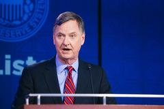 Fed khuyến nghị Mỹ triển khai thêm gói cứu trợ ứng phó dịch