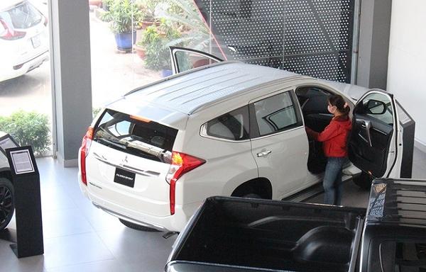 Mitsubishi Pajero Sport giảm giá 200 triệu xả hàng tồn
