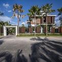 <p> Biệt thự tọa lạc tại TP Cần Thơ, được thiết kế theo phong cách hiện đại vàphù hợp với tiêu chuẩn công trình Xanh của Hội đồng Công trình Xanh Việt Nam.</p>