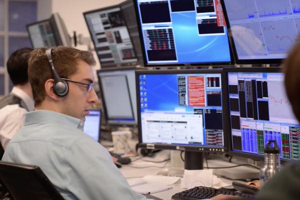 Khối ngoại tiếp tục bán ròng hơn 99 tỷ đồng, tập trung gom VNM