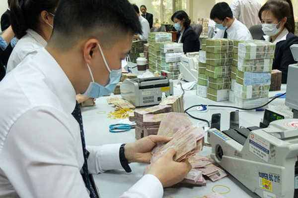 Lương thưởng nhân viên ngân hàng 'bay hơi' hàng chục triệu, cho nghỉ việc hàng loạt