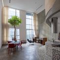<p> Chủ nhà quan tâm đến những ý tưởng của kiến trúc hiện đại về hình thức và sự chuyển thể từ phong cách phương Tây sang môi trường sống nhiệt đới ở Việt Nam.</p> <p> </p>