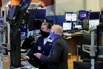 Phố Wall trái chiều, S&P 500 lại có lúc vượt đỉnh lịch sử trong phiên
