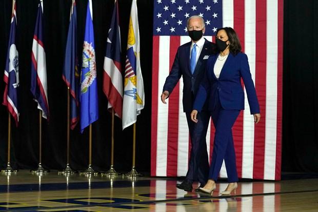 Bộ đôi tranh cử đảng Dân chủ kêu gọi bắt buộc đeo khẩu trang