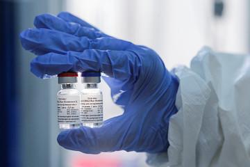 Bộ Y tế đề xuất đặt mua vaccine Covid-19 của Nga