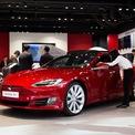 """<p class=""""Normal""""> <strong>10.<span> </span>Tesla Model S: 50,7 ngày</strong></p> <p class=""""Normal""""> Giá trung bình: 53.776 USD</p> <p class=""""Normal""""> Thêm một mẫu xe của Tesla có mặt trong Top 10 ôtô cũ dễ bán lại nhất. Một chiếc Tesla Model S cần trung bình 50,7 ngày để tim chủ nhân mới. (Ảnh: <em>Bloomberg</em>)</p>"""