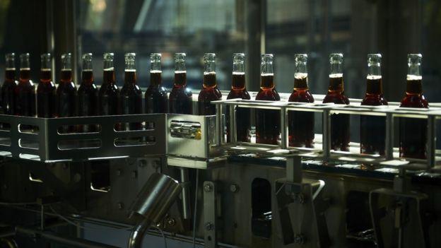 Một dây chuyền sản xuất sản phẩm củaFritz-Kola. Ảnh: FLORENT JALON.