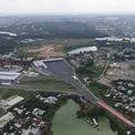 """<p class=""""Normal""""> Bến xe Miền Đông mới nằm ở phường Long Bình, quận 9, TP HCM và phường Bình Thắng, Thị xã Dĩ An, Bình Dương, trên diện tích 16 ha với tổng vốn đầu tư khoảng 4.000 tỷ đồng. Từ bến xe này, người dân có thể đi các tuyến xe cố định ra miền Bắc.</p>"""