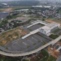 <p> Dự án được thiết kế trở thành bến xe lớn nhất cả nước, có thể phục vụ hơn 7 triệu lượt khách mỗi năm. Bến xe sẽ góp phần giảm kẹt xe khu trung tâm TP HCM, đặc biệt ở Bến xe Miền Đông cũ (quận Bình Thạnh) đang quá tải.</p>
