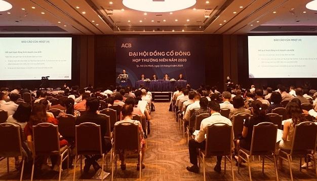 Phiên họp cổ đông của ACB thông qua chuyển sàn. Ảnh: L.H.