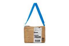 Túi xách 'thùng carton' giá hơn 1.000 đôla