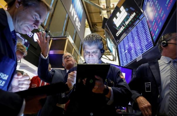 Phố Wall trái chiều sau khi Fed điều chỉnh lập trường, S&P 500 tiếp tục lên đỉnh
