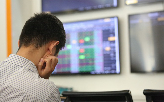 Dòng vốn ETF đổ mạnh vào thị trường, vì sao khối ngoại vẫn bán ròng miệt mài trên TTCK Việt Nam?