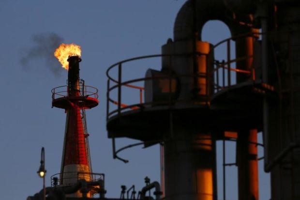 Bão không gây nhiều ảnh hưởng đến ngành năng lượng Mỹ, giá dầu giảm