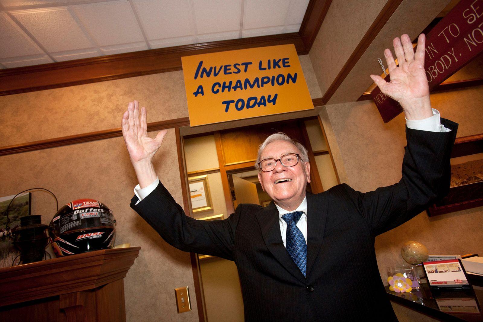 Warren Buffett đón tuổi 90: Nhìn lại những khoảnh khắc đáng nhớ trong đời nhà đầu tư huyền thoại