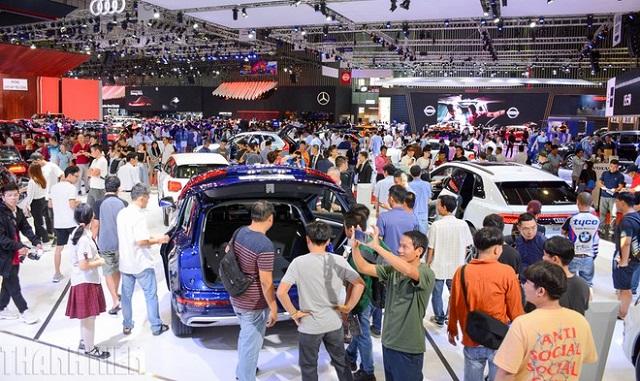'Sàn diễn' ôtô lớn nhất Việt Nam bị hủy, hãng dàn trải lịch tung xe mới