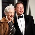 <p> Maye Musk (trái) - mẹ của Elon Musk - là một người mẫu và chuyên gia dinh dưỡng. Bà bước vào nghề người mẫu từ năm 15 tuổi. Hình ảnh của bà từng xuất hiện trên hộp ngũ cốc Special K và trang bìa của tạp chí Time. Bà cũng từng trình diễn tại Tuần lễ Thời trang New York nhiều năm. Sau khi ly hôn, bà Maye Musk chuyển đến Canada với 3 con. Tại đây, bà trở thành chuyên gia dinh dưỡng và bắt đầu kinh doanh. Ảnh:<em> Reuters.</em></p>