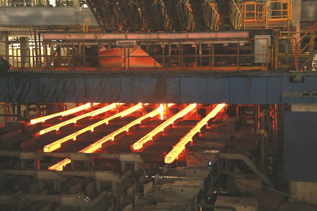 Hòa Phát bán gần nửa triệu tấn thép trong tháng 8