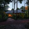 <p> Vì vậy, chỉ sau một thời gian và có vài cơn mưa nhiệt đới, khu nghỉ dưỡng đã sẵn sàng hiện diện như một tòa nhà giữa rừng rậm.</p>
