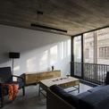 <p> Các khu vực sinh hoạt riêng nằm ở các tầng trên, bao gồm một phòng làm việc, hai phòng ngủ và một khu vườn ở trên cùng.</p>