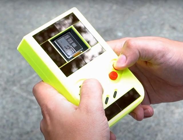 Chiếc Game Boy chạy không cần pin