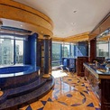 <p> Đây là phòng tắm bên trong căn penthouse có giá hơn 18 triệu USD tại chung cư Grand Millennium, New York. Phòng tắm được ốp đá quý lapis lazuli và có hướng nhìn tuyệt đẹp ra trung tâm thành phố.</p>
