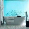 <p> Mỗi biệt thự Floating Seahorse Villa tại Dubai đều có một phòng tắm ốp đá cẩm thạch từ trần đến sàn và nằm hoàn toàn dưới mặt nước. Biệt thự này có giá khoảng 27,3 triệu USD.</p>