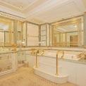 <p> Dinh thự xa xỉ bậc nhất London này được bán đấu giá vào năm 2015 sau khi chủ nhân, một thành viên hoàng gia Saudi Arabia, không bán được nó với mức giá 393 triệu USD mà bản thân mong muốn. Sau đó, nó được một doanh nhân Trung Quốc mua với giá 275 triệu USD. Dinh thự này có phòng tắm xa xỉ với bồn rửa nạm ngọc, bồn tắm của hãng Baldi và các chi tiết mạ vàng.</p>