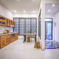 <p> Tuy diện tích khá hạn chế nhưng không gian trong nhà vẫn tràn ngập ánh sáng và tạo cảm giác gần gũi với thiên nhiên.</p>