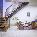 <p> Về tổng thể, ngôi nhà là hình dạng khép kín nhưng bên trong là không gian mở nối liền bếp với phòng khách và khoảng thông tầng.</p>