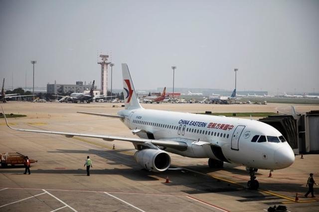Một chiếc máy bay của China Eastern đỗ tại sân bay Bắc Kinh ngày 22/7. Ảnh: Reuters.