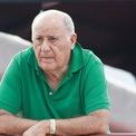 <p> Tỷ phú Amancio Ortega là người giàu thứ hai thế giới thời trang. Theo <em>Business Insider</em>, Amancio Ortega có hơn 60 tỷ USD thông qua tập đoàn bán lẻ thời trang Tây Ban Nha Inditex được thành lập vào năm 1975. Inditex là tập đoàn sở hữu những thương thiệu thời trang bình dân như Zara, Pull &amp; Bear, Bershka, Massimo Dutti, Stradivarius. Theo <em>Bloomberg Billionaires Index,</em> vị tỷ phú sở hữu 59% cổ phần của đế chế bán lẻ thời trang này. Ảnh: <em>Reuters.</em></p>