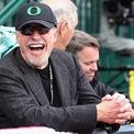 <p> Sở hữu hãng giày thể thao khổng lồ Nike, Phil Knight, cựu vận động viên điền kinh, là doanh nhân giàu thứ tư trong giới thời trang. Theo <em>Forbes</em>, vị tỷ phú có 40,4 tỷ USD từ hoạt động kinh doanh của Nike. Knight đã nghỉ hưu vào năm 2016 sau 52 năm.</p>