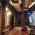 """<p> Nội thất bên trong toà lâu đài của đại gia Phát """"dầu"""" ở Thái Bình chủ yếu là gỗ quý và đá nguyên khối được trạm trổ tinh xảo.</p>"""