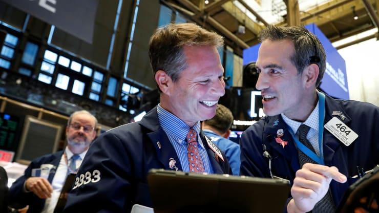 Phố Wall tăng điểm sau ba phiên bị bán tháo, cổ phiếu công nghệ phục hồi