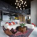 <p> Bởi không gian đẹp và đắt giá, các kiến trúc sư đã bố trí phòng ngủ, khu vực phụ ở bên cạnh để nhường không gian trung tâm cho cảnh quan chung.</p>