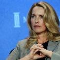 """<p class=""""Normal""""> <strong>Laurene Powell Jobs và gia đình</strong></p> <p class=""""Normal""""> Tài sản: 16 tỷ USD</p> <p class=""""Normal""""> Giảm so với năm ngoái: 5,3 tỷ USD, tương đương 24,9%</p> <p class=""""Normal""""> Powell Jobs thừa kế cổ phần tại Apple và Disney từ người chồng quá cố của bà – đồng sáng lập Apple Steve Jobs. Tính đến cuối tháng 7, cổ phiếu của Apple đã tăng 75% so với thời điểm lập danh sách Forbes 400 năm 2019. Tuy nhiên, Forbes ước tính tài sản của bà Jobs vẫn giảm mạnh so với năm ngoái dựa trên những thông tin mới nhất về số cổ phần nắm giữ của nữ tỷ phú này. (Ảnh: <em>Bloomberg</em>)</p>"""