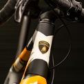 <p> Trang tin Ranging Bull chia sẻ tất cả phụ kiện được gắn trên Cervelo R5 đều có xuất xứ từ Italy. So với một chiếc Cervelo R5 tiêu chuẩn, Cervelo R5 Automobili Lamborghini Edition chỉ có sự khác biệt ở lớp sơn phần khung.</p>